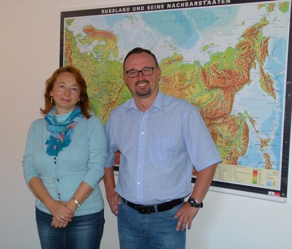 Александр Рейнгольд, директор по продажам в странах Восточной Европы и СНГ, и Марина Билик, руководитель отдела обслуживания клиентов в Восточной Европе
